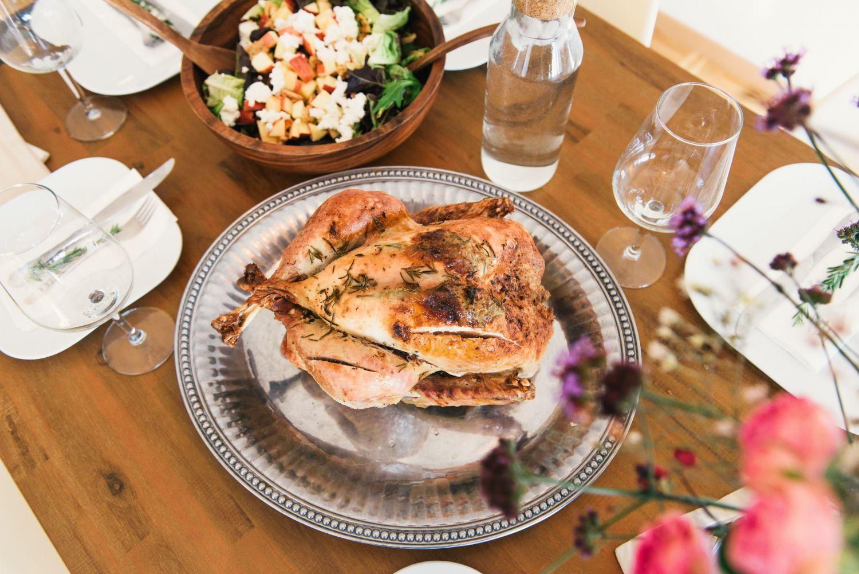 Festliches Essen. Thema: Verdauungsprobleme in der Weihnachtszeit
